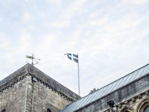 The Cornish flag fies over Romsey Abbey
