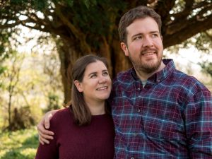 Rural Hampshire engagement shoot – woman admiring man in heroic pose