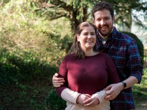 Rural Hampshire engagement shoot – man holds woman from behind