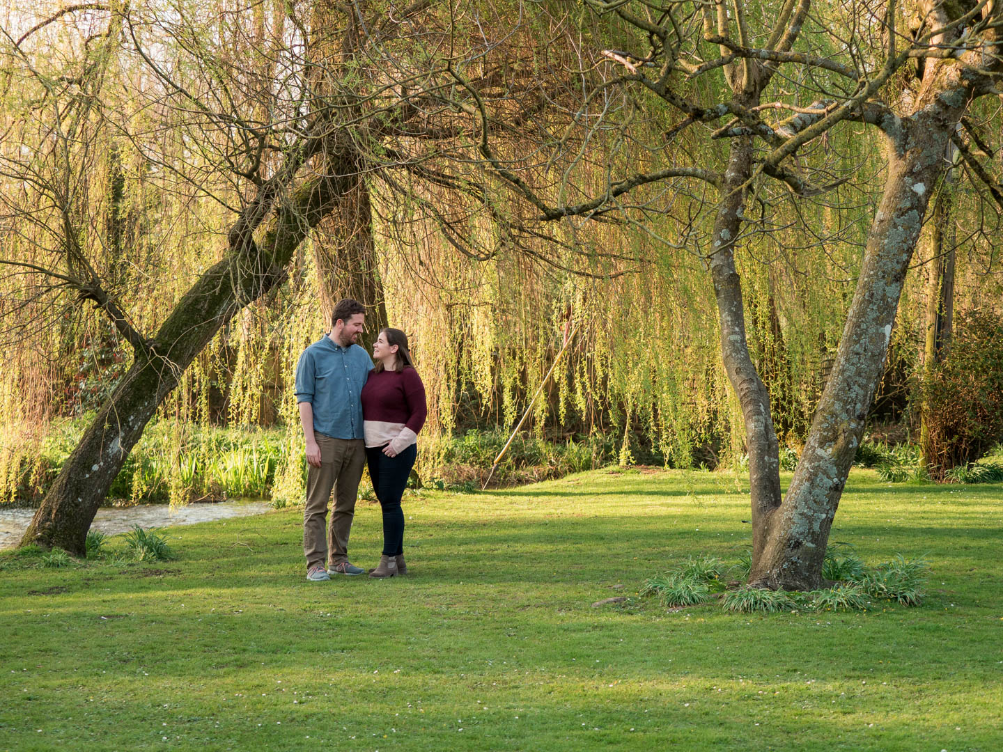 Rural Hampshire engagement shoot – man and woman pose beneath weeping willows