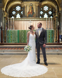 'Newlywed' couple in Romsey Abbey – Dom Brenton Photography