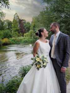 'Newlywed' couple on the banks of the River Test, Hampshire – Dom Brenton Photography