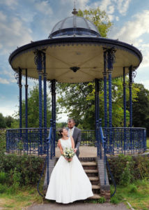 'Newlywed' couple on the steps of the Memorial Park bandstand, Romsey – Dom Brenton Photography