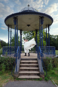 'Newlywed' couple on the bandstand at the Memorial Park, Romsey – Dom Brenton Photography