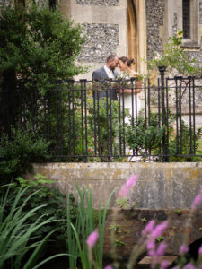 'Newlywed' couple outside the United Reformed Church, Romsey – Dom Brenton Photography